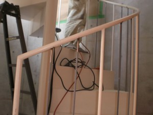 世田谷区E様邸内部らせん階段子柱取付工事