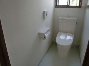 横浜市W様邸階段カーペット張替・トイレリフォーム工事 トイレ交換しました