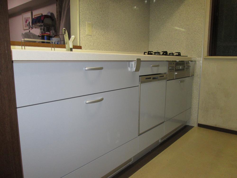 使い勝手の良い引き出し収納型システムキッチン