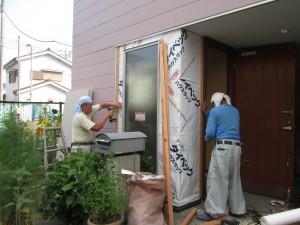立川市S様邸 玄関採光用窓取付工事 施工中
