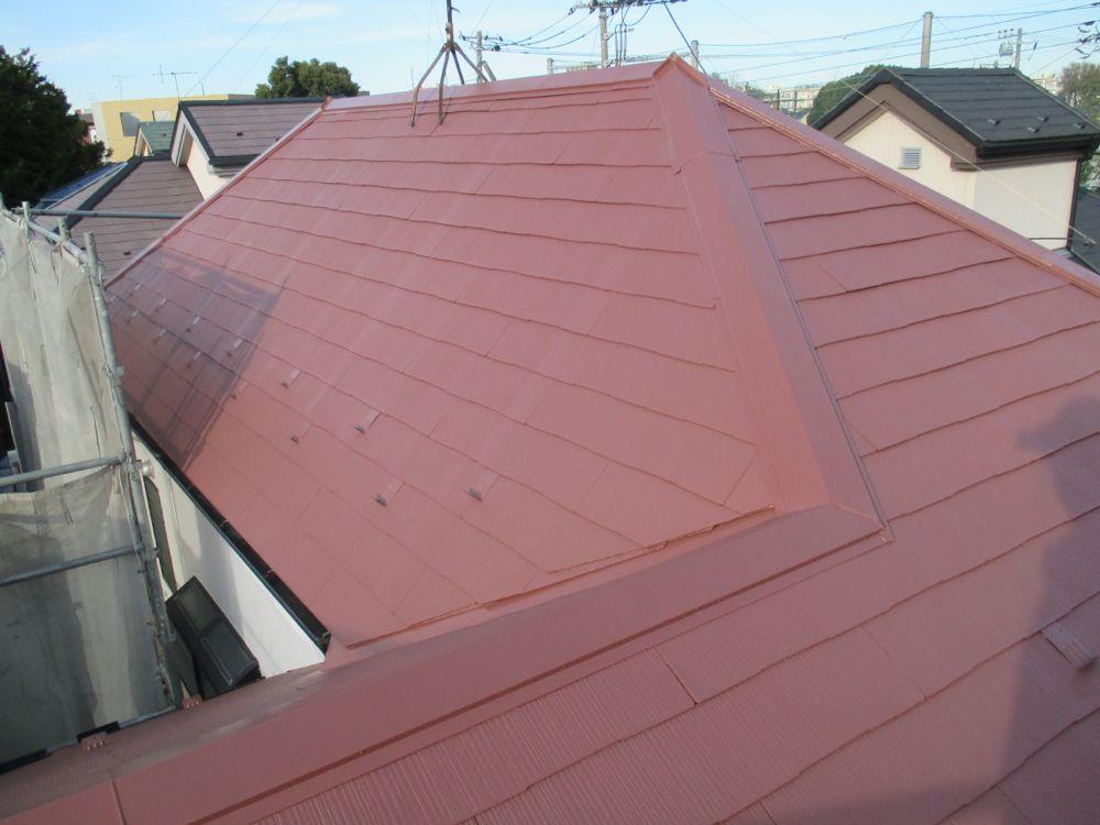 色あせた屋根を明るく塗り替えました