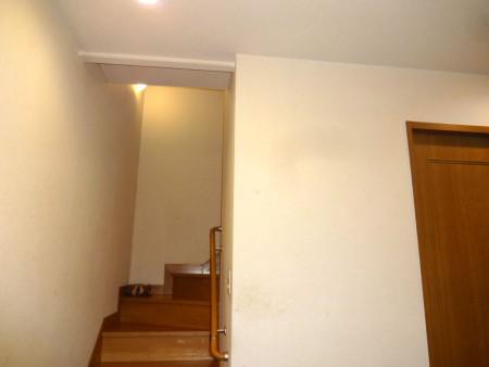 横浜市S様邸 階段室出入口 引戸・欄間新設リフォーム 施工前