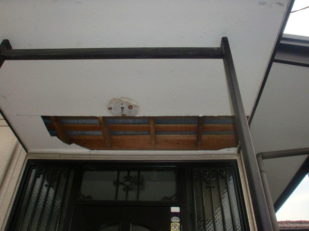 相模原市O様邸 玄関屋根軒天井破損脱落修繕工事