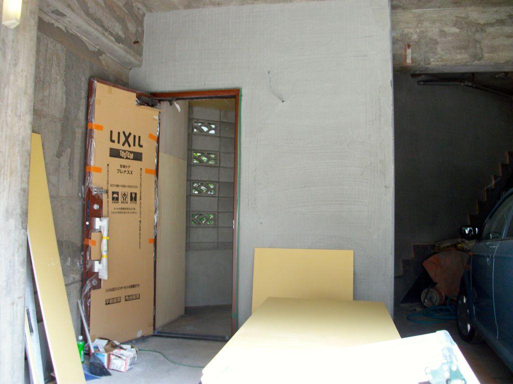 外壁はモルタル塗りに塗装仕上げ
