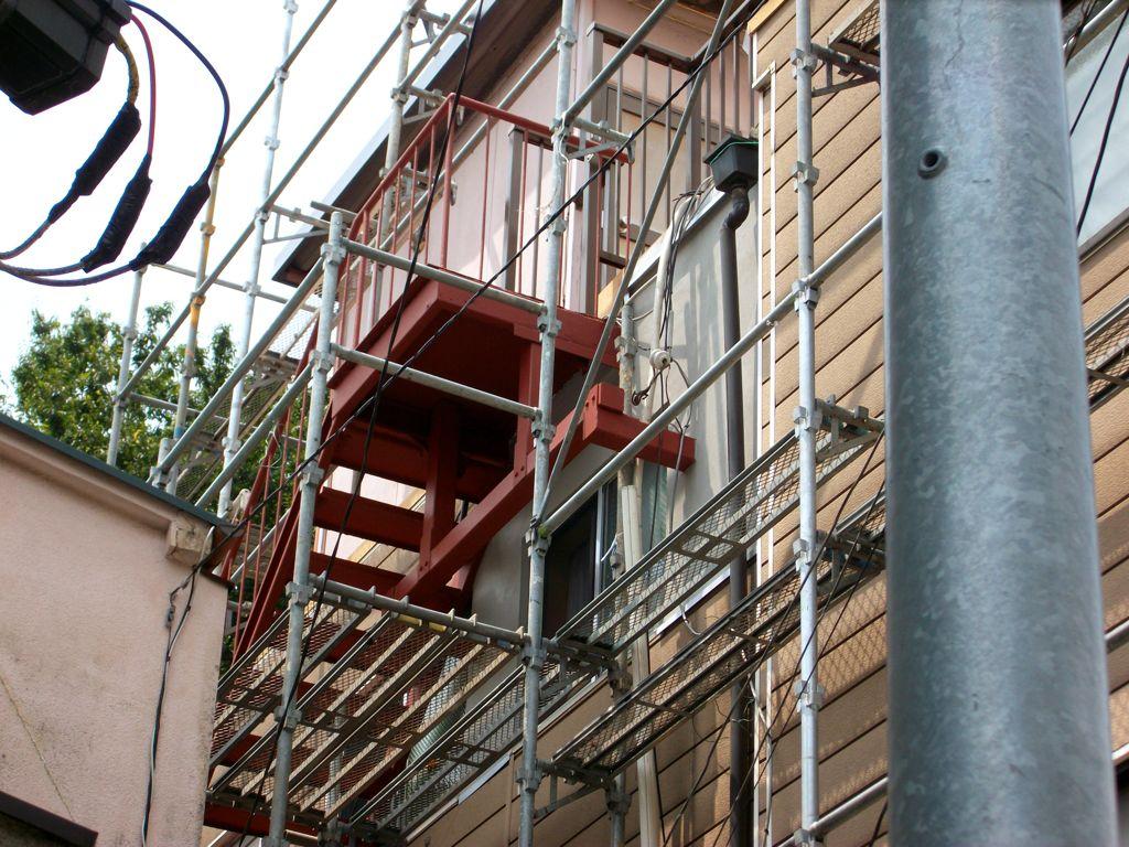 重量鉄骨による既設外階段の補強工事