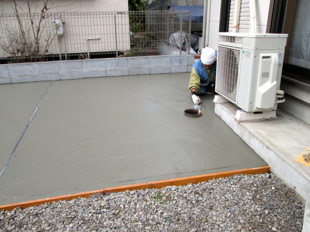 建物寄り排水点検口部分の作業