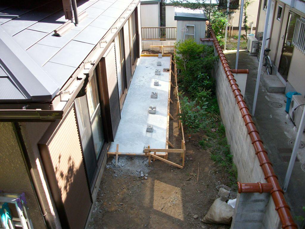 工事中③~ベタ基礎コンクリート打設完了、養生中