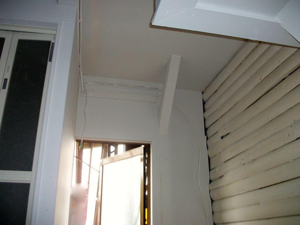 ④ホワイトカラーに依る丸太の塗装