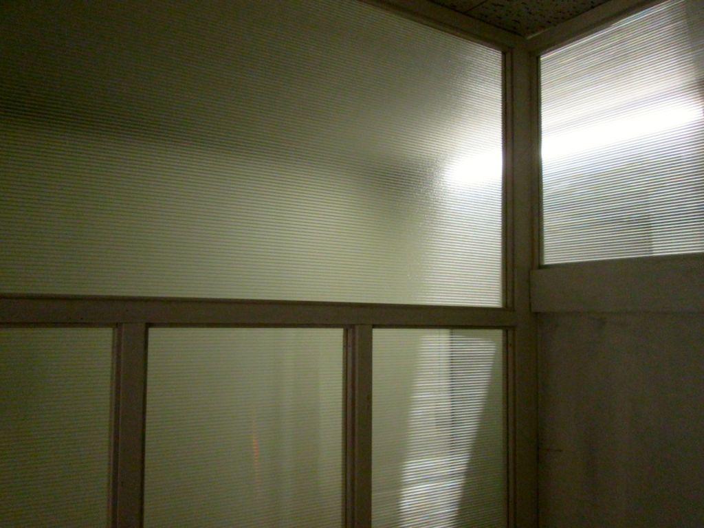 ⑥内部より~ポリカ―ポネード厚さ4.0㎜フロストタイプで採光の確保
