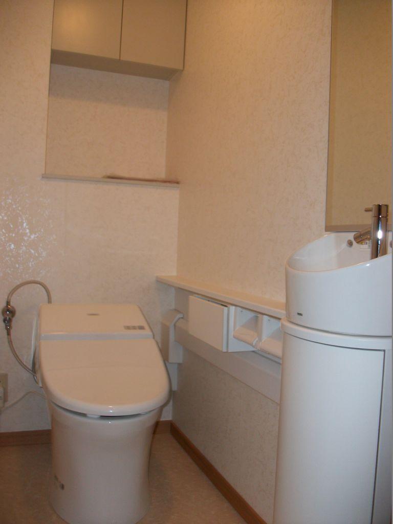 トイレ~便器をタンクレスタイプへ交換他、内装工事