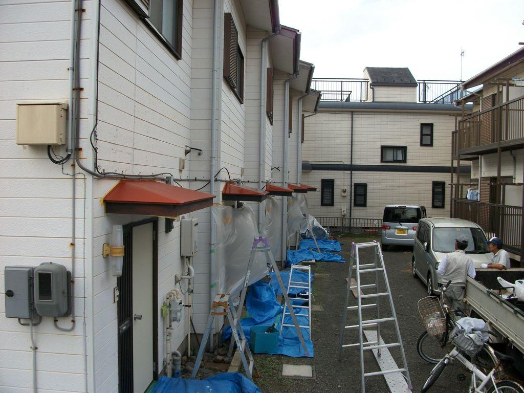 ④メゾネットタイプ5世帯の玄関周り塗装塗替え作業完了時