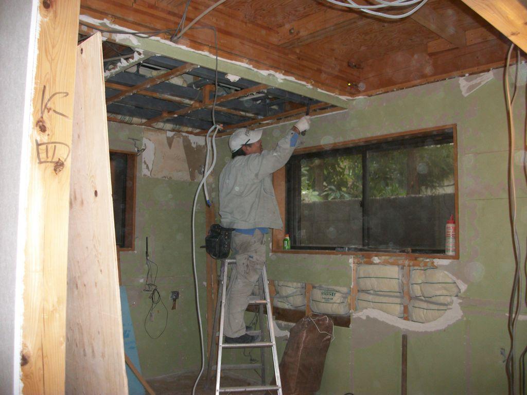 工事中1:旧防音室の解体工事