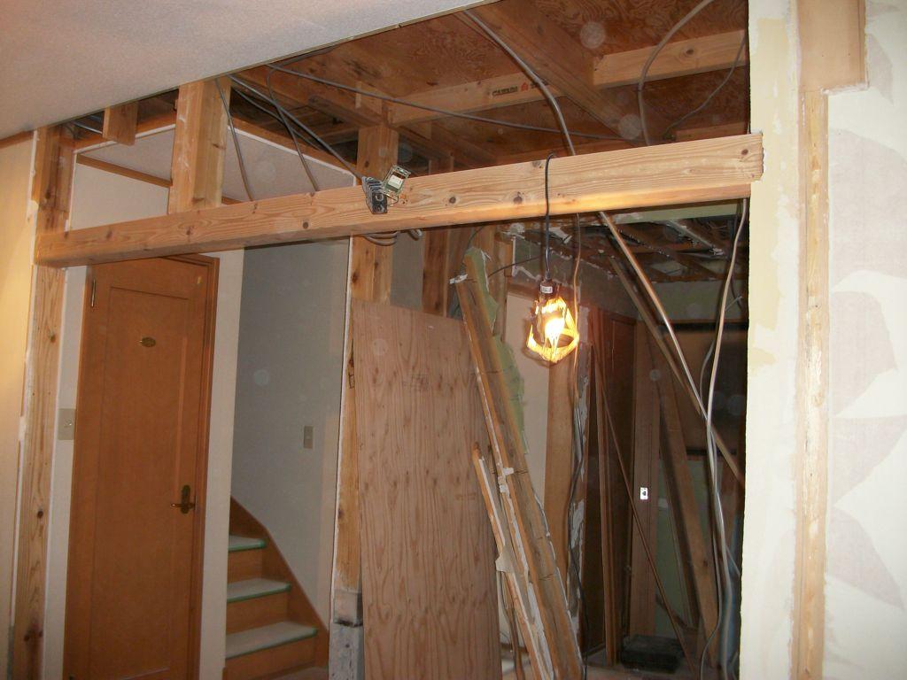 工事中3:1F2部屋の間仕切り解体と補強工事へ(玄関・階段・トイレ写し)