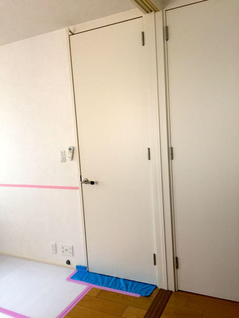 工事前③~道路側になる部屋の扉